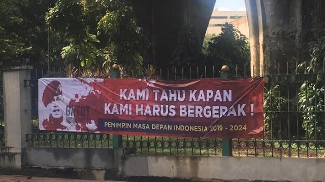 Spanduk Bertuliskan Gatot Nurmantyo Pemimpin Masa Depan Indonesia 2019-2024 Bertebaran