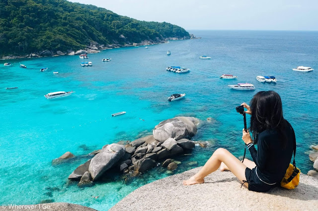 เกาะสิมิลัน (เกาะแปด) เป็นศูนย์กลางการท่องเที่ยวที่สามารถเดินทางสู่เกาะต่างๆรอบหมู่เกาะสิมิลัน ซึ่งเป็นเกาะที่มีความสวยงามทั้งบนบกและใต้ทะเล มีหาดทรายขาวละเอียด มีจุดชมวิวที่สวยงาม