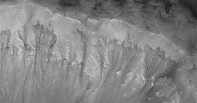 Recurrent Slope Linae on the Palikir Crater walls on Mars. Credit: NASA/JPL/University of Arizona