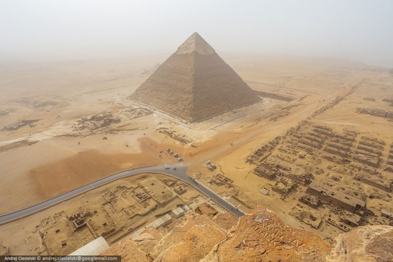 """At the half some people got attention on me and looked up too. That's how the police spotted me. They shouted something in Arabic I think but I didn't care and kept going while listening to music."" - He Illegally Climbed One Of The Pyramids… And Filmed The Whole Thing."