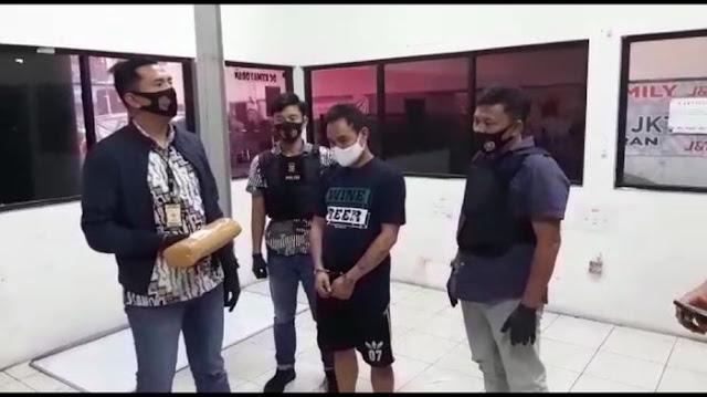 Ditangkap Bareng Drumer J-Rocks, Begini Momen Kru Saat Terima Ganja
