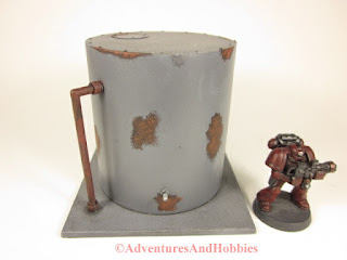 Miniature 25-28mm scale rusted vertical storage tank T577 - front view - UniversalTerrain.com