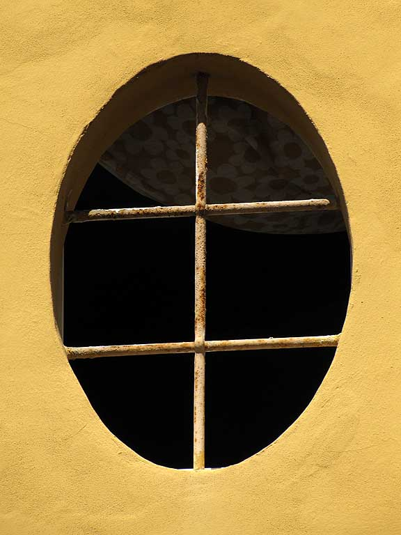 Oval window, Livorno