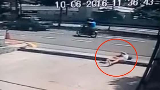 Detik Cemas Pelajar IPTS Diragut 3 Lelaki Ketika Menunggu Teksi