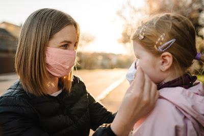 Madre e hija protegidas del coronavirus