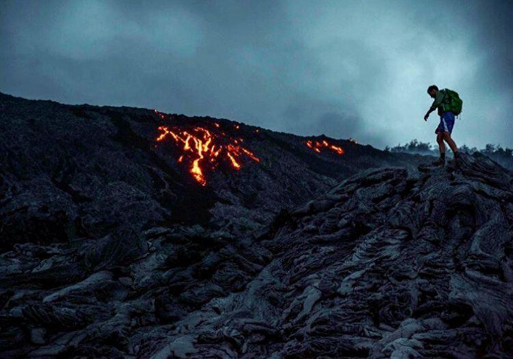 Bu yanardağ görüntüsü lavların büyük bölümünün soğuduğu ve daha az olduğu bir noktada çekilmiş.