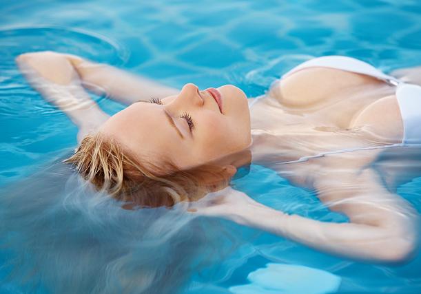 cabelo ficar verde na piscina