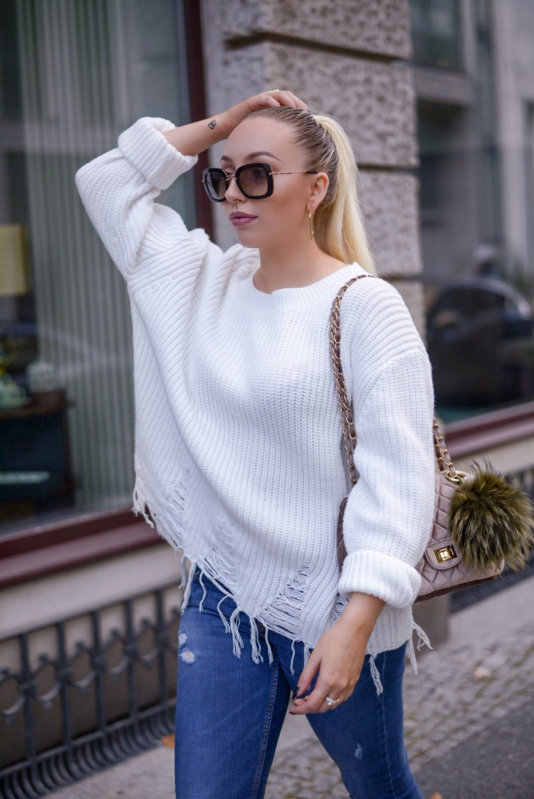 fall outfit inspiration_autumn outfits_what to wear for fall_chanel inspired bag_ripped knit sweater