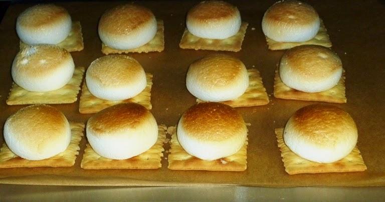 Marshmallow Saltine Cookies