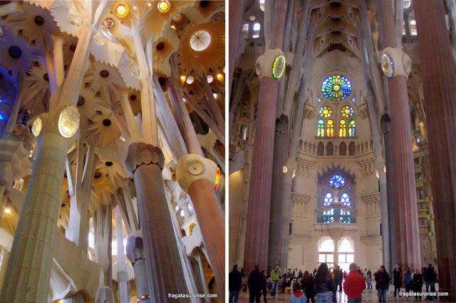 Interior da Basílica da Sagrada Família, em Barcelona