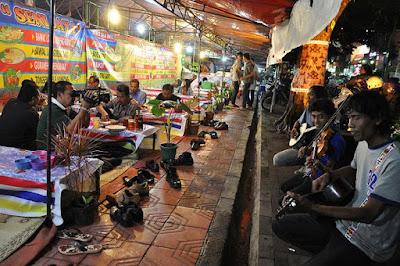 Menyantap Gudeg di Warung Lesehan Malioboro