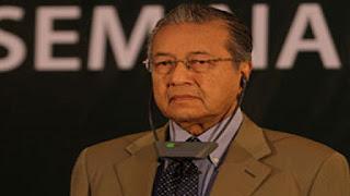 استقالة رئيس وزراء ماليزيا  مهاتير محمد بشكل مفاجئ