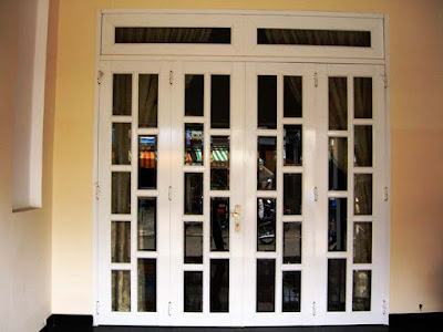 Cửa nhôm kính trắng sứ 4 cánh cửa mở