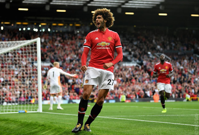 Marouane Fellaini extends Manchester United contract