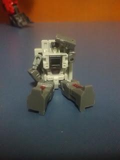 H-04 Infinitor - Headmaster poseability