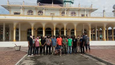 TNI - Polri Gotong Royong Bersama Forum Pemuda Glumpang Baro
