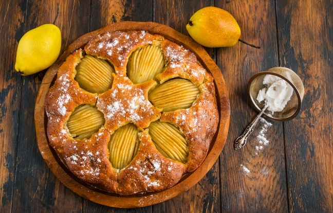 Pear cake with syrup and chocolate chips