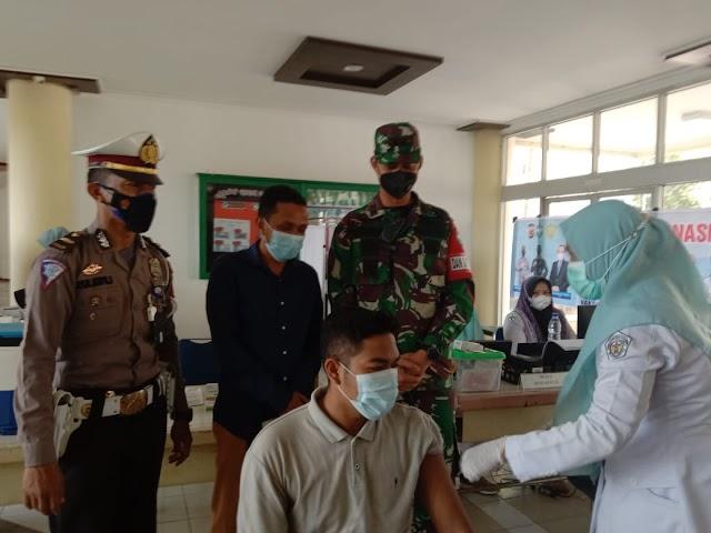 Dandim 0103/Aceh Utara Tinjau Vaksinasi di Kampus Politeknik Negeri Lhokseumawe