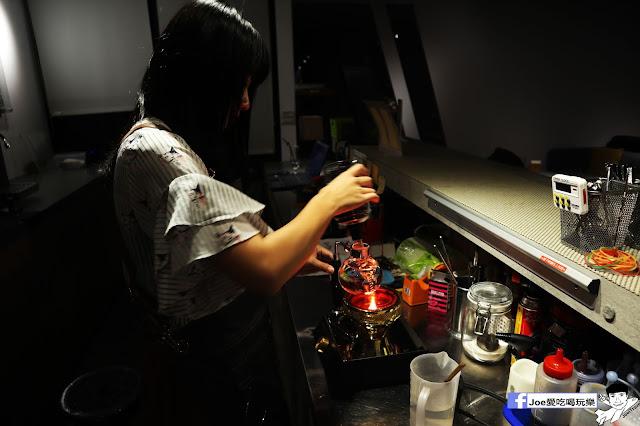 IMG 4561 - 熱血採訪│凱度高空咖啡館,隱藏在高樓大廈裡的夜景咖啡,百元有找,談生意、約會好地方