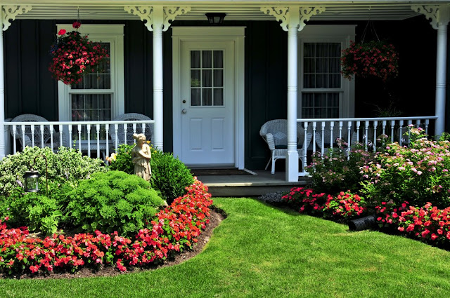 How to decorate a small front porch with a beautiful garden
