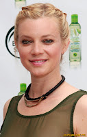 Amy Smart Body Shop Three-Minute Shower Challenge in celebration of Earth Day