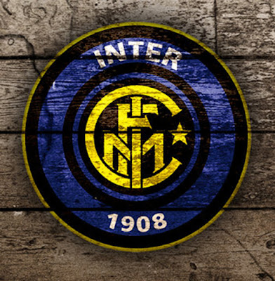 Sejarah Inter Milan  Klub ini didirikan pada 9 Maret 1908 yang merupakan perpecahan dari Milan Criket and Football Club, yang sekarang lebih dikenal dengan nama AC Milan. Sebuah kelompok yang terdiri dari orang orang Italia dan Swiss (Giorgio Muggiani, seorang pelukis yang juga merancang logo klub, Bossard, Lana, Bertoloni, De Olma, Enrico Hintermann, Arturo Hintermann, Carlo Hintermann, Pietro Dell'Oro, Hugo dan Hans Rietmann, Voelkel, Maner , Wipf, dan Carlo Arduss) yang tidak terlalu suka akan dominasi orang-orang Inggris & Italia di AC Milan dan mereka memutuskan untuk memisahkan diri dari AC Milan. Nama Internazionale diambil dari keinginan pendiri-pendirinya untuk membuat satu klub yang terdiri dari banyak pemain internasional. Klub ini memenangkan juaranya pada tahun 1910 dan yang kedua pada tahun 1920. Kapten dan Pelatih yang membawa Inter meraih Scudetto pertama adalah Virgilio Fossati , yang tewas dalam Perang Dunia I.  Pada tahun 1921, Inter termasuk salah satu tim yang keluar dari FIGC dan mengikuti liga yang dibentuk oleh C.C.I (Confederazione Calcistica Italiana). C.C.I merupakan organisasi tandingan FIGC (Federazione Italiana Giuoco Calcio) yang dibentuk oleh tim-tim yang meminta rencana pengurangan anggota Serie-A. Inter berada dalam grup B dalam liga tersebut. Setelah hanya mampu