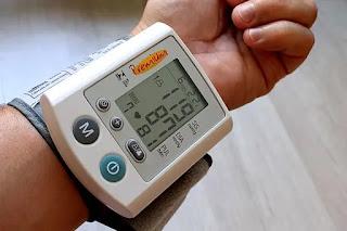 लो बीपी के लक्षण और 13 घरेलू उपचार