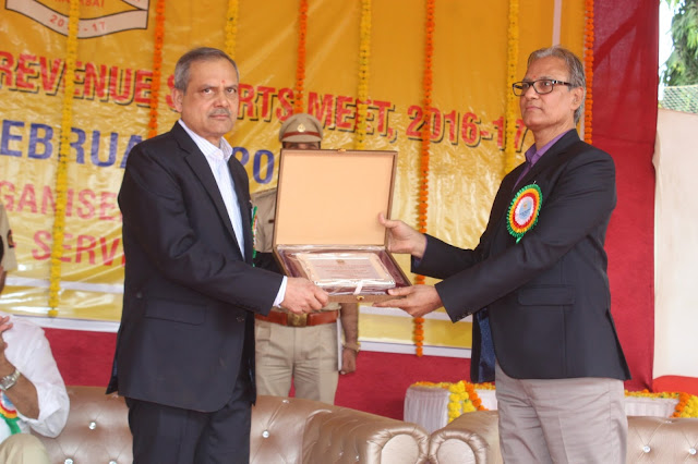 Sanjay Kumar Patra was felicitated by Subhash Varshney Chief Commissioner Central Excise Mumbai
