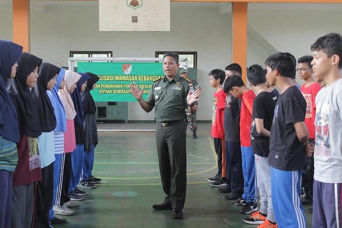 Koramil 02/Beji Latih Tata Upacara Sipil SMPIT Darul Abidin
