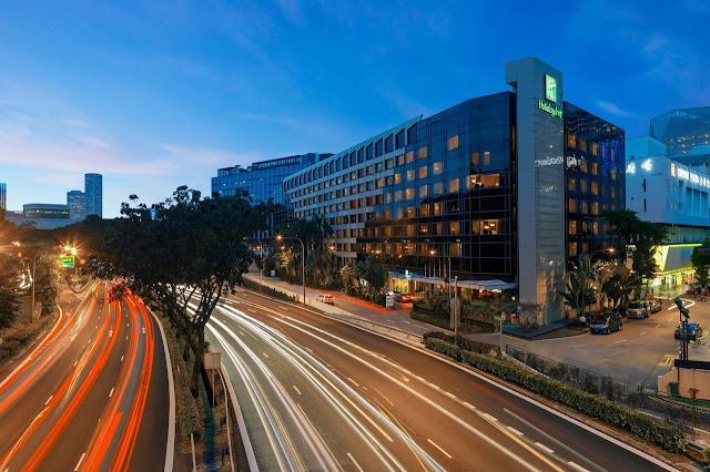 Situated in the heart of Orchard Road, Singapore's premier business and shopping district. The Holiday Inn® Singapore Orchard City Centre is only minutes away from the MRT (subway) station, with easy access to entertainment and dining spots as well as renowned medical centres such as Paragon Medical and Mount Elizabeth Medical Centre.Only 25 minutes' drive to and from Changi International Airport.
