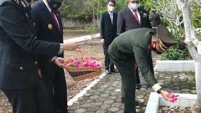 Dandim 0420/SARKO Letkol Inf Tomi Radya Diansyah Lubis, S.A.P., M.Han Ziarah Ke Makam Pahlawan