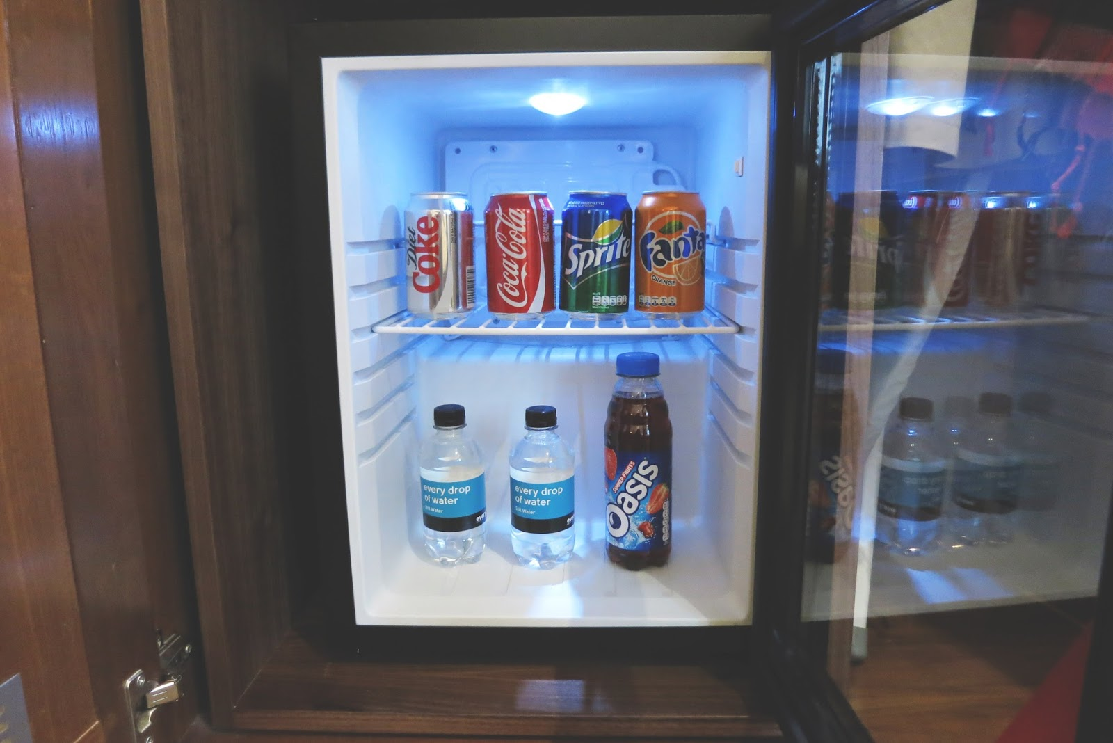 free mini bar, open mini bar, london hotel, hotel in piccadilly