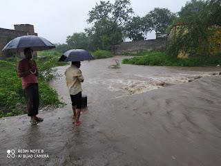 थांदला रोड नौगांव को बारिश ने कर दिया तरबतर