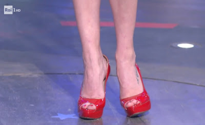 Laura Chiatti scarpe rosse tacchi piedi i soliti ignoti