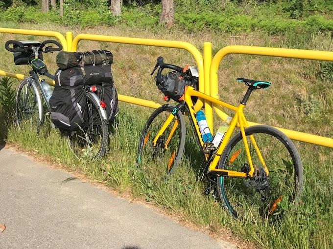 Pakowanie się na wyprawę rowerową.