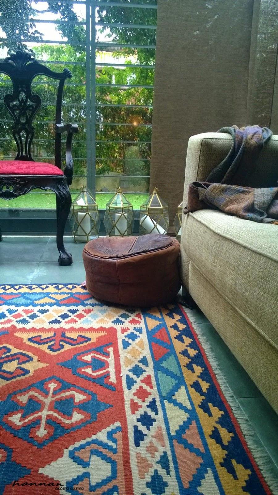 iso värikäs matto
