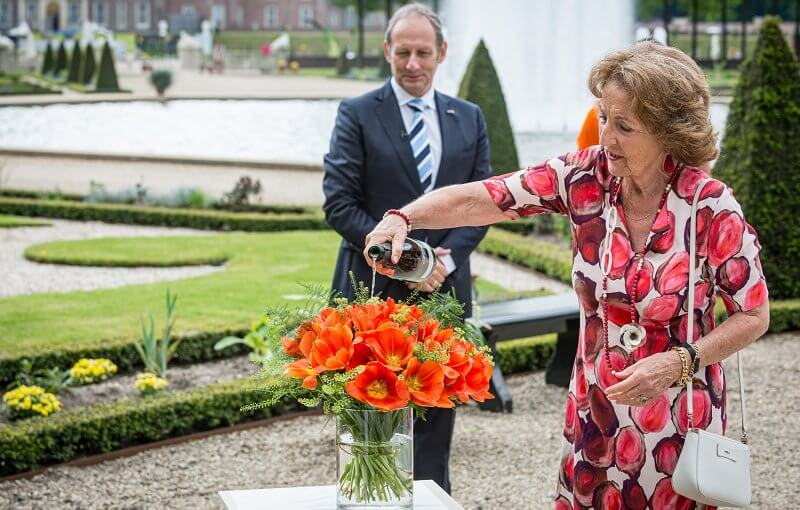 Princess Margriet wore a red floral print dress and red pumps, red earrings, carried white bag