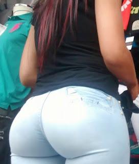 Linda mujer nalgas redondas jeans
