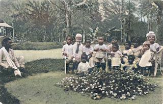 wanita dan anak anak dari missionaris rijkhoek
