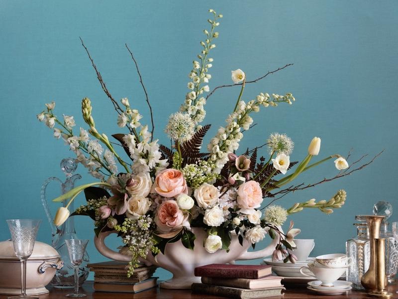arreglo floral en blanco