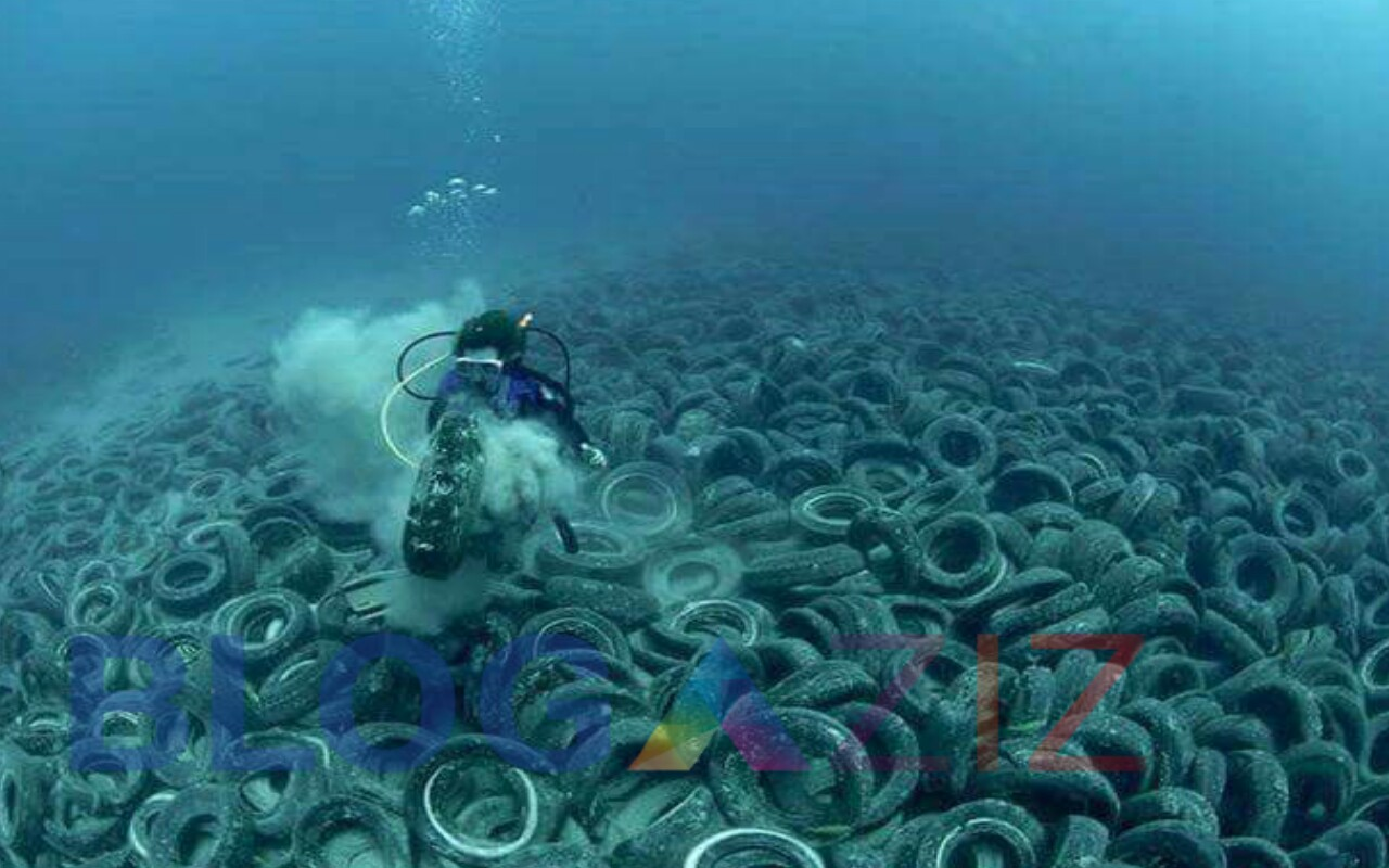 Bekas Roda mengendak di dasar laut