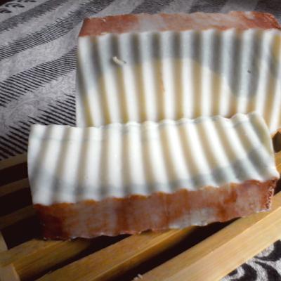 Jabón realizado en el curso de Jabones artesanos en la Casa'alcuentru de Pola de Lena