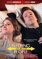Durmiendo con otras personas / Nunca entre amigos