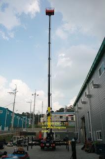 Xe thang nâng tự hành nâng người làm việc trên cao 24 m