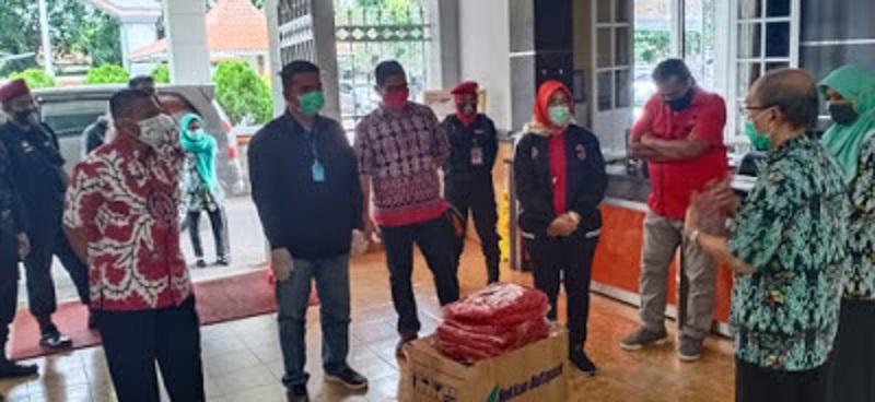 DPD dan Fraksi PDIP DPRD Jabar Salurkan Bantuan APD ke Rumah Sakit Gunungjati