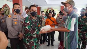 Bakti Sosial TNI Polri dan Ulama Pekalongan Bagikan Sembako Kepada Warga Kurang Mampu  dan Terdampak Covid-19