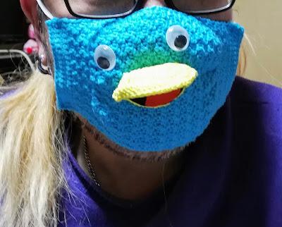 鳥の顔のかぎ針編みマスク