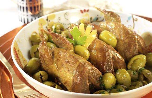 الدجاج بالليمون والزيتون الأخضر