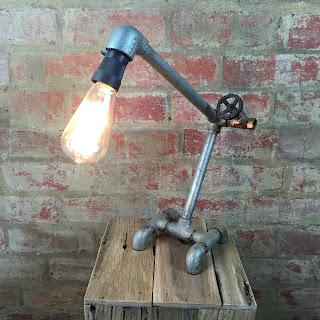 lampada-con-materiali-riciclati