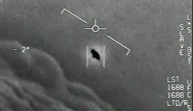 Lầu Năm Góc công bố ba video về UFO